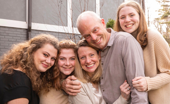 Geoffrey Fleming, MD, holds his wife, Amy, surrounded by their three daughters, L-R, Hannah, Virginia and Delaney. Fleming died of cancer Dec. 8.